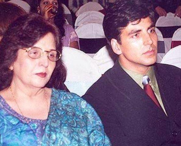 Akshay Kumar with mother Aruna Bhatia