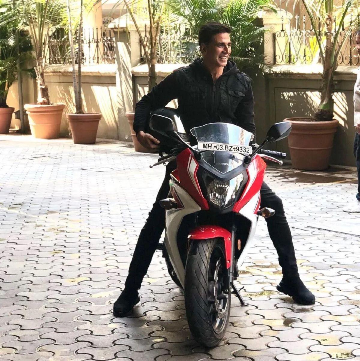 Akshya Kumar Bike
