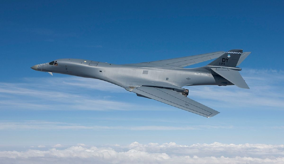 US B-1 Lancer Bomber features in Hindi