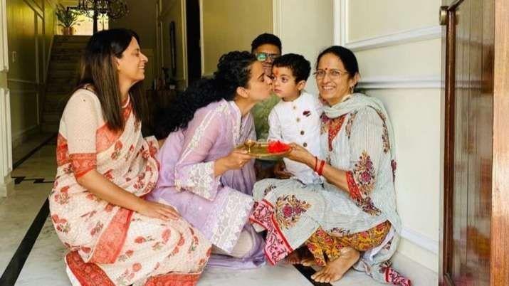 Kangana ranaut with family