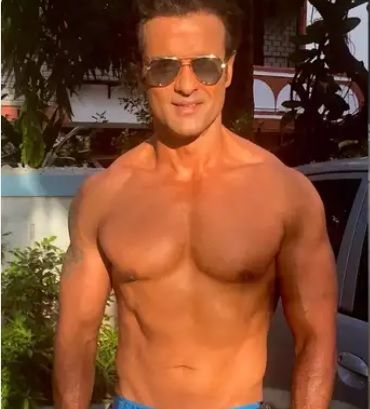 Rohit Roy Abs