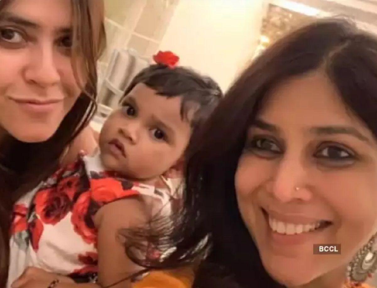 Sakshi Tanwar with Child