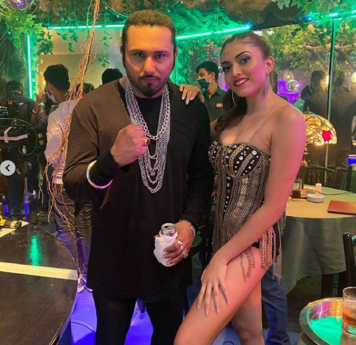Shruti Sinha and Honey Singh Song