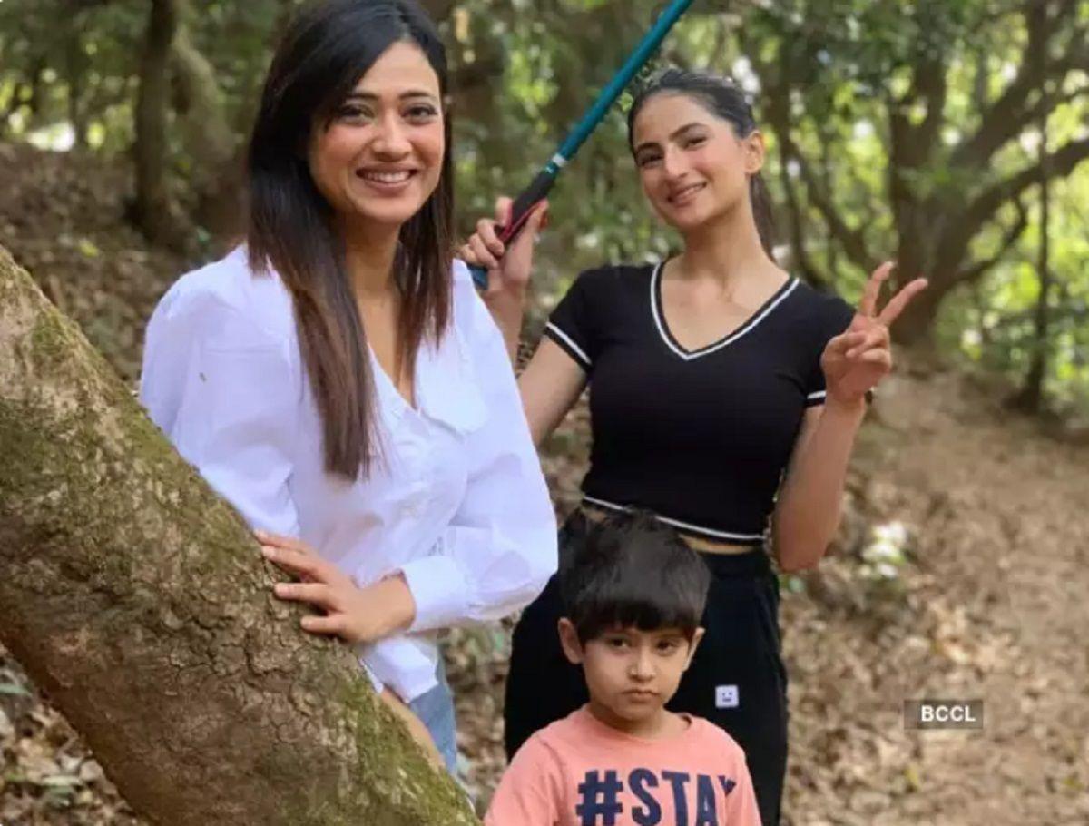 Shweta Tiwari with children