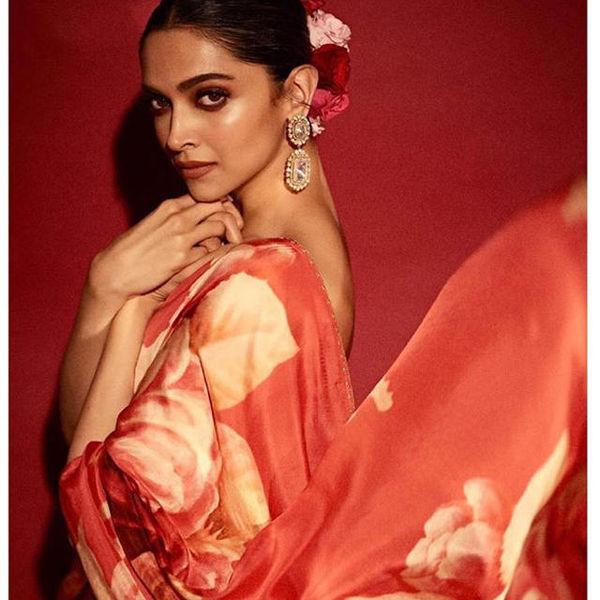 Deepika Padukone in Red Saree : लाल फ्लोरल साड़ी में ...