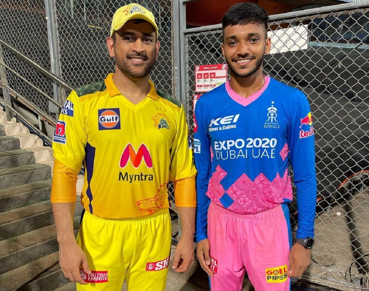 Chetan Sakariya with MS Dhoni