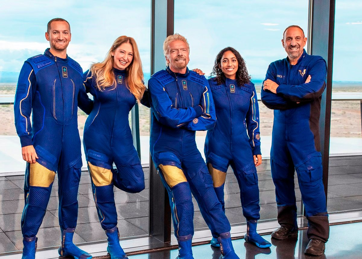 Richard Branson with Virgin Galactic space mission crew