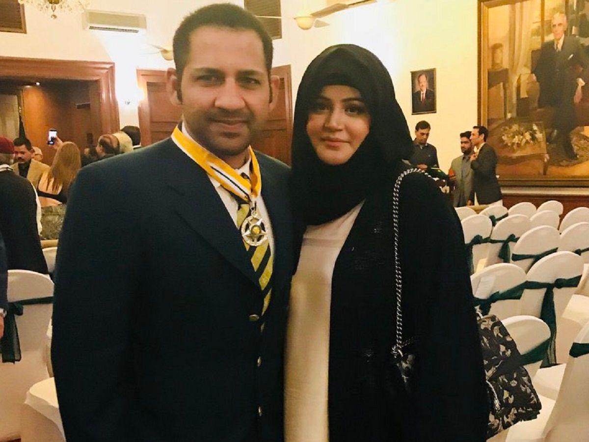 Sarfaraz Ahmed with wife Khushbakht