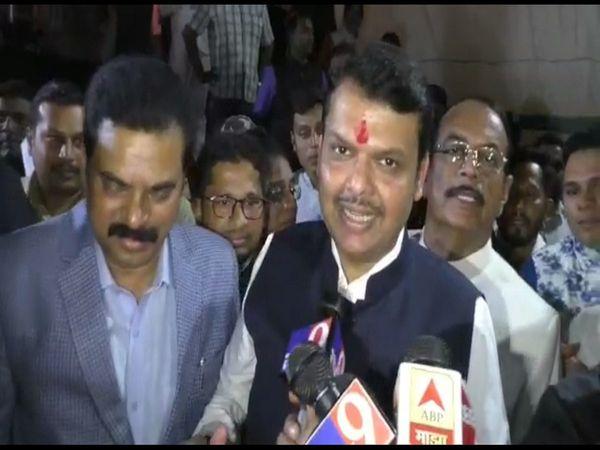 Devendra Fadnavis hits out Maha Vikas Aghadi govt and uddhav thackeray for no cabinet formation