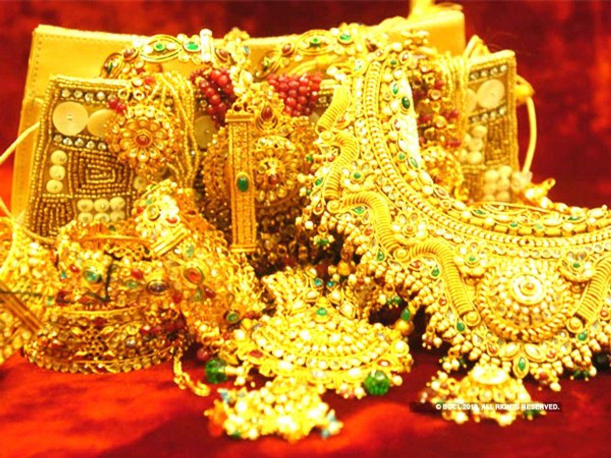 खुशखबरी: अक्षय तृतीया पर सस्ता Gold खरीदने का मौका, आज सोना चांदी दोनों के गिर गए भाव, जानें 10 ग्राम का रेट