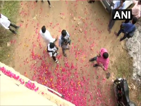 Pictures of Hyderabad encounter site, people showered flowers and crackers in shadnagar, shamshabad