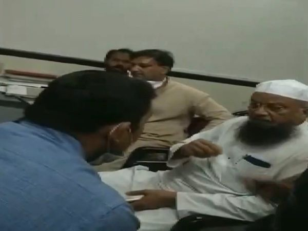 AIMIM MLA Mufti Mohammad Ismail abused a doctor at Malegaon General Hospital in Nashik