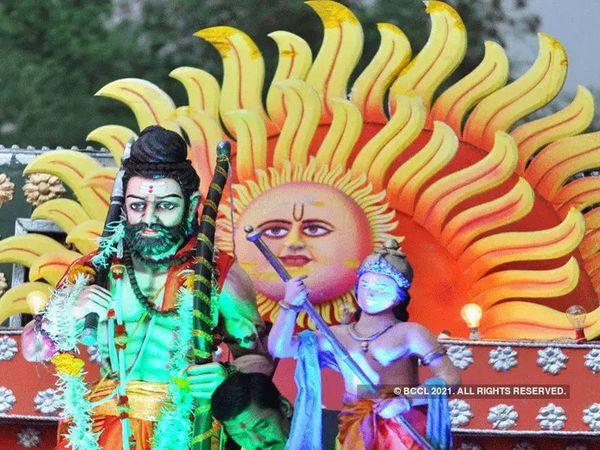 Khaskhabar/भगवान परशुराम का जन्म ब्राह्मण कुल में वैशाख मास के शुक्ल पक्ष की तृतीया तिथि पर हुआ था। यह तिथि बेहद महत्वपूर्ण मानी जाती है क्योंकि इस तृतीया तिथि को अक्षय तृतीया भी कहा जाता है जो सनातन