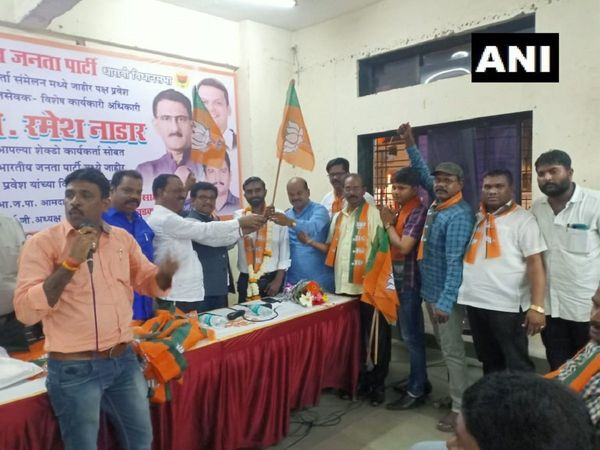 Maharashtra Around 400 Shiv Sena workers joined BJP at an event organised in Dharavi Mumbai