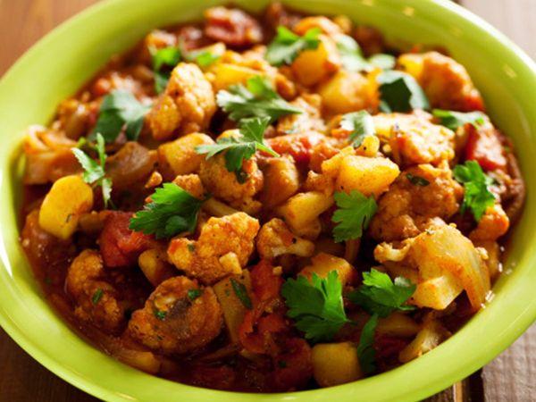 Aloo Gobhi ki Sabzi Halwai style : चटकारे लेकर खाएंगे आलू-गोभी का ये स्वाद, सीखें रेसिपी