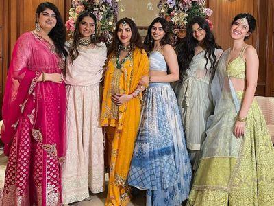 Antara Motiwala baby shower  अंतरा मारवाह का बेबी शॉवर  Mohit marwah wife  Antara Motiwala  Antara Motiwala baby shower Attend  Rhea kapoor Karan with  Sonam kapoor  मोहित मारवाह की पत्नी अंतरा की गोद