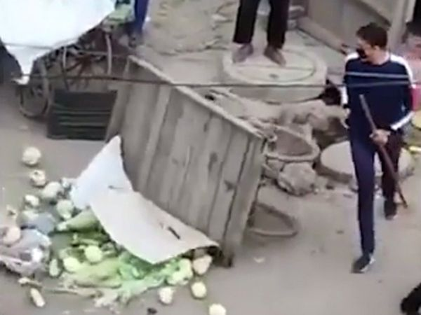 Delhi's lockdown : One constable helps poor in need another threw carts of vegetable sellers