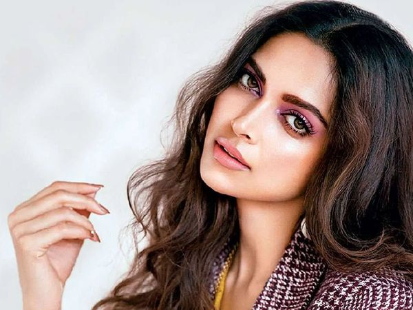 Dhoom 4 Update Deepika Padukone all set to play villain role in Film?