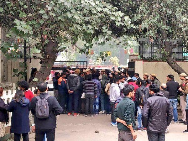 JNU Violence:नकाबपोशों से उतरा नकाब और सियासी तीर से बीजेपी ने लेफ्ट पर निशाना
