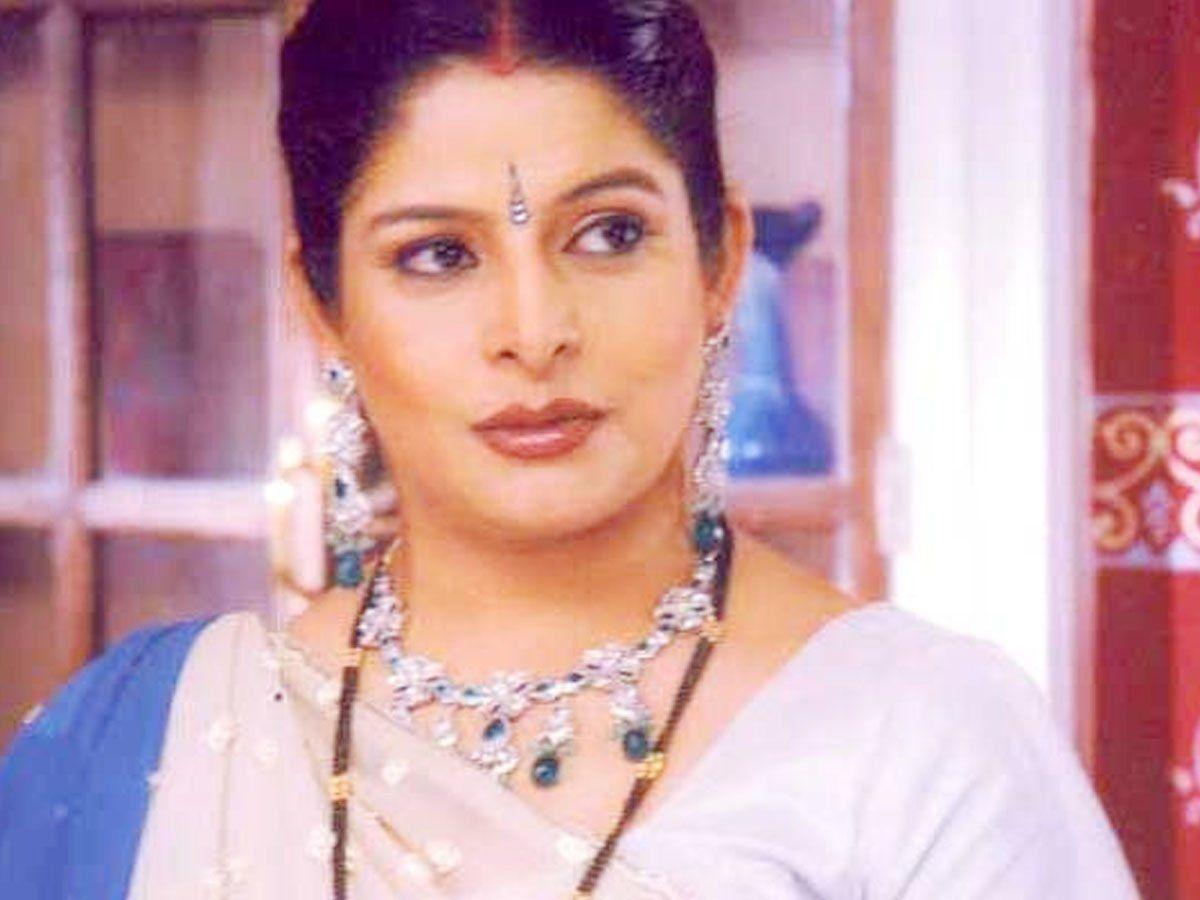 Nupur Alankar TV Actress unable to admit her mother in hospital Due To financial Crisis, दीया और बाती हम की एक्ट्रेस ने गहने बेचकर चलाया खर्च, अब मां का इलाज कराने को