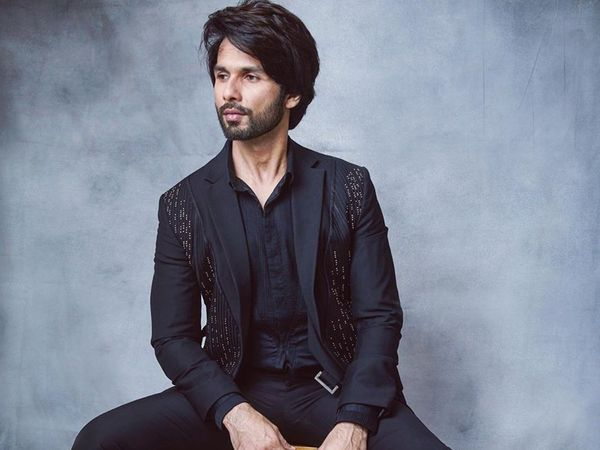 Shahid Kapoor transfers money in the account of over 40 bollywood dancers worked with them in movies like shq Vishk Shaandaar Phata Poster Nikla Hero
