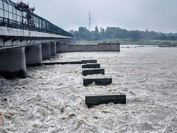 floods in yamuna