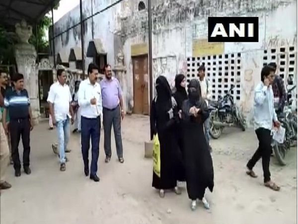 UP Firozabad students wearing burqa were denied entry to SRK College