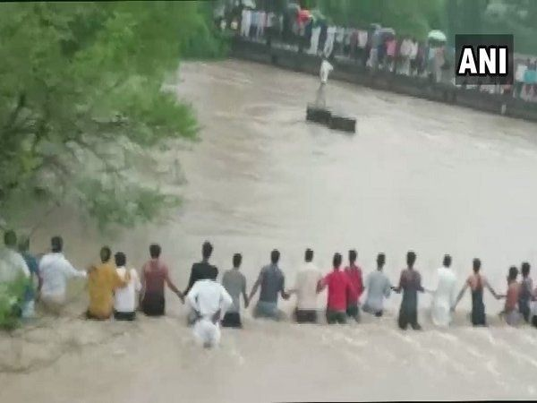 human chain to rescue drowning men