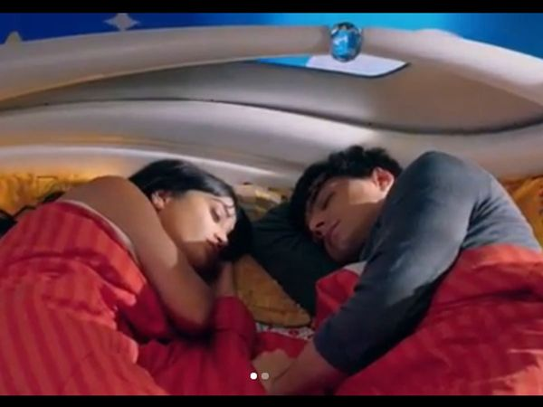 Kartik Naira sleeping on the same bed vedika caught them in Yeh Rishta Kya Kehlata Hai Spoiler alert Watch Video