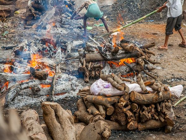 man burnt alive on pyre